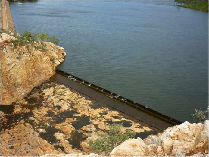 Images_of_Lake_Moondarra_spillway_at_maximum_capacity__in_flood2